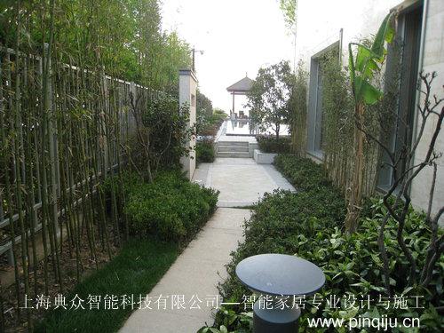 傍晚 别墅后花园欧式长椅